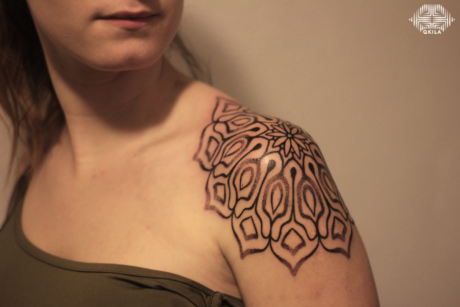 epaule tattoo,nimes,black,patterns tattoo,op art, sleeves tattoo, dotwork tattoo, qkila,geometric tattoo, ethnique tattoo, les tatoués anonymes, nimes