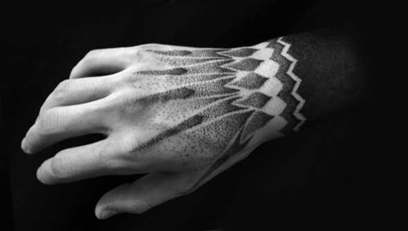 hand tattoo dotwork qkila
