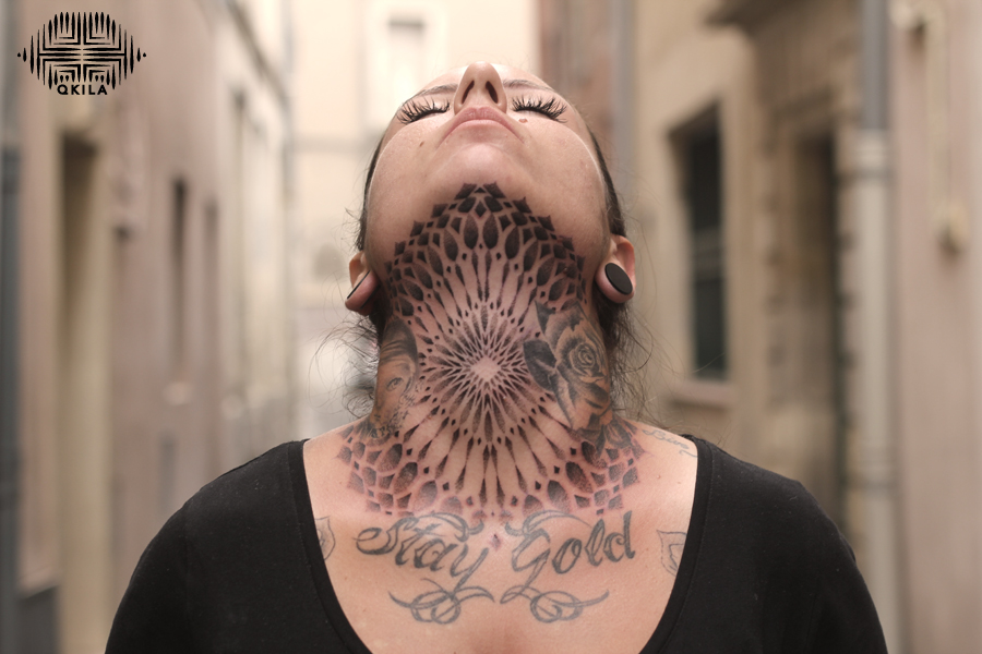 neck tattoo, noir sur noir tattoo,black on black,patterns tattoo,op art, sleeves tattoo, dotwork tattoo, qkila,geometric tattoo, ethnique tattoo, les tatoués anonymes, nimes