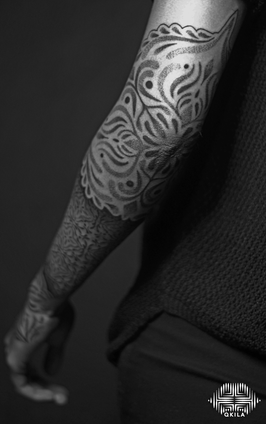 sleeve  tattoo,black on black,patterns tattoo,op art, sleeves tattoo, dotwork tattoo, qkila,geometric tattoo, ethnique tattoo, les tatoués anonymes, nimes
