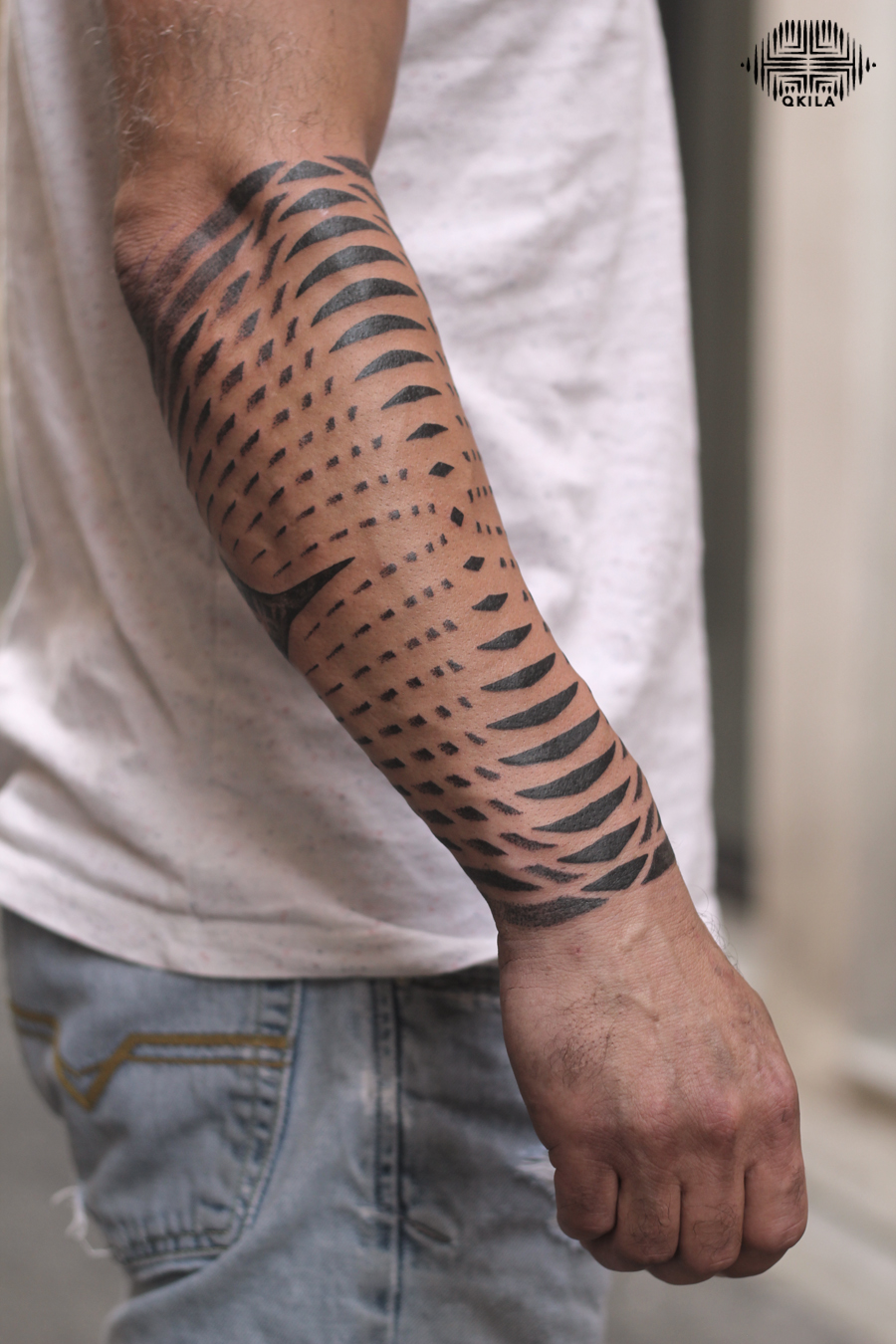 sleeve,noir tattoo,black on black,patterns tattoo,op art, sleeves tattoo, dotwork tattoo, qkila,geometric tattoo, ethnique tattoo, les tatoués anonymes, nimes