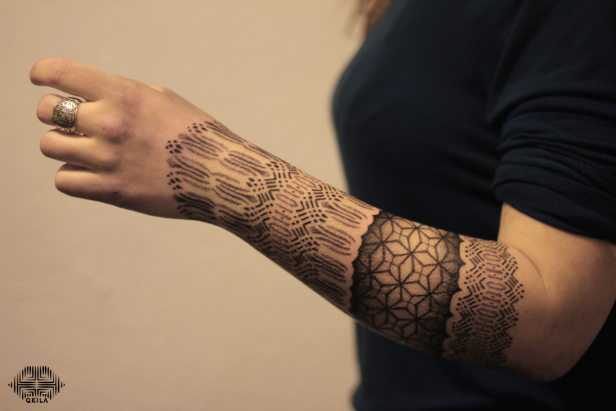 arm tattoo,nimes,black,patterns tattoo,op art, sleeves tattoo, dotwork tattoo, qkila,geometric tattoo, ethnique tattoo, les tatoués anonymes, nimes