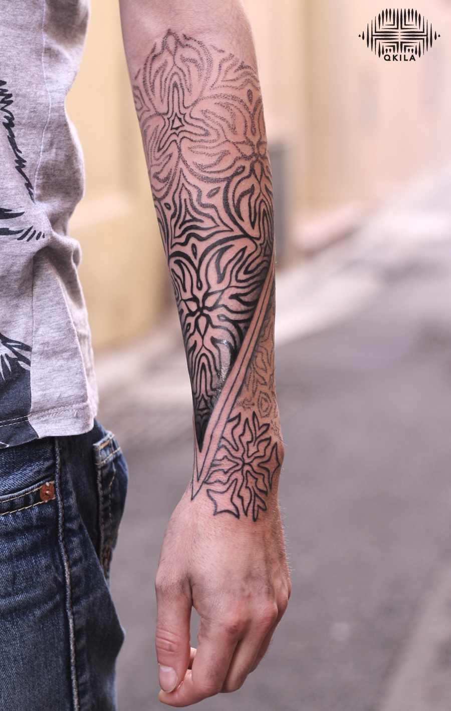 back to nimes,black,patterns tattoo,op art, sleeves tattoo, dotwork tattoo, qkila,geometric tattoo, ethnique tattoo, les tatoués anonymes, nimes