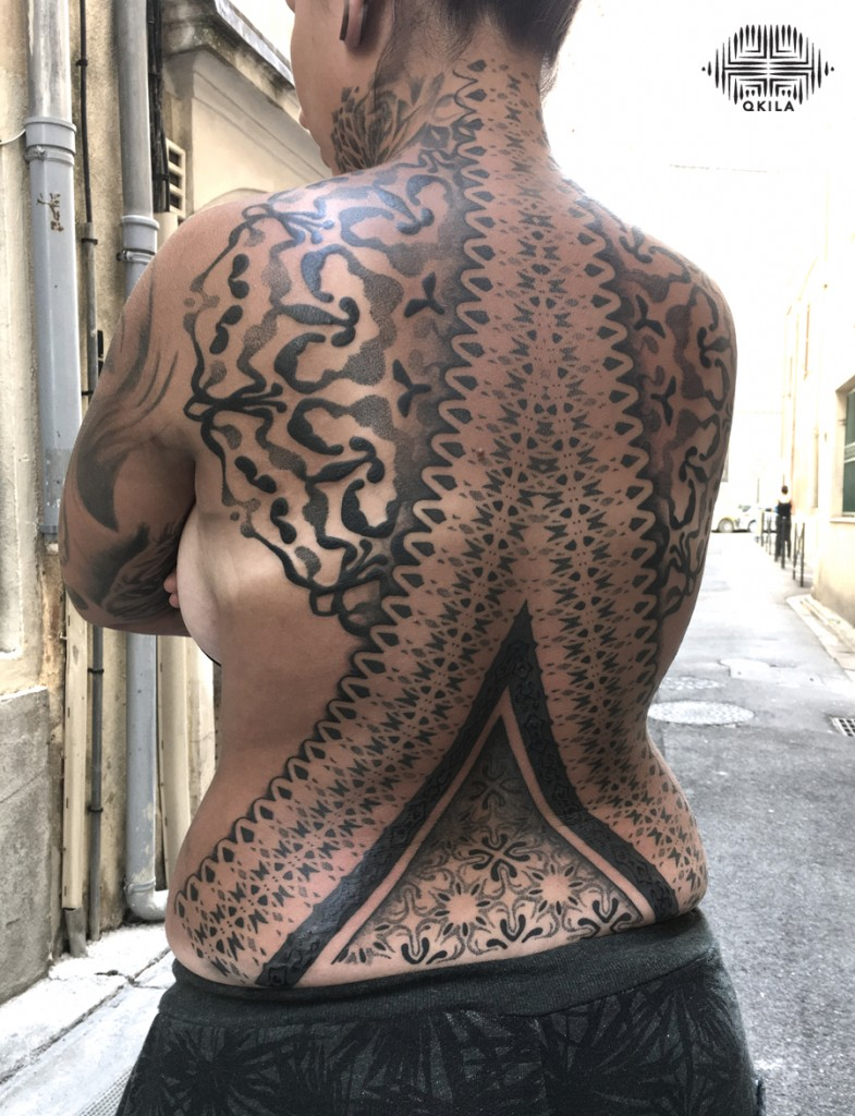 dos complet,  convention tatouage montpellier,convention tattoo,nimes,black,patterns tattoo,op art, sleeves tattoo, dotwork tattoo, qkila,geometric tattoo, ethnique tattoo, les tatoués anonymes, nimes