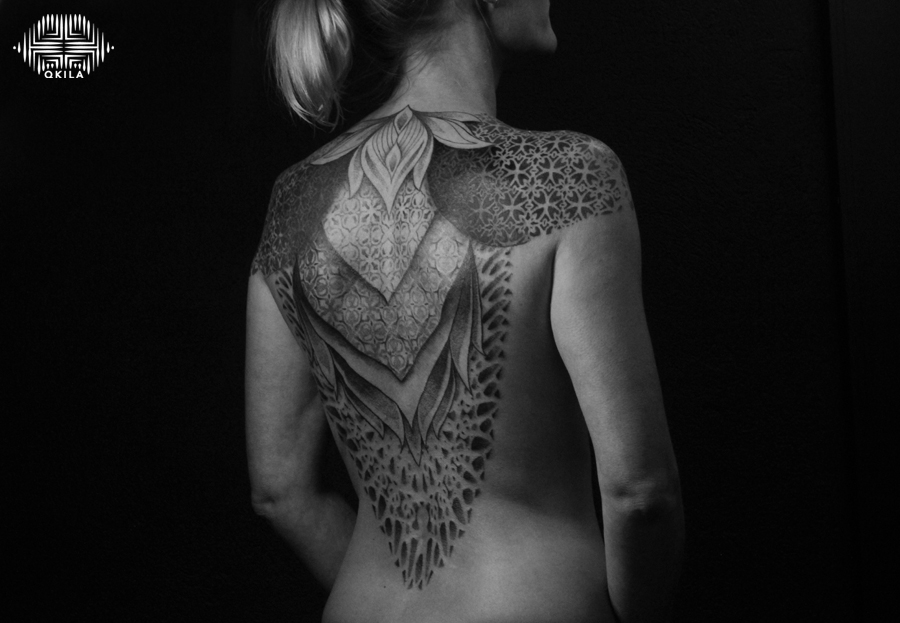 full back, noir sur noir tattoo,black on black,patterns tattoo,op art, sleeves tattoo, dotwork tattoo, qkila,geometric tattoo, ethnique tattoo, les tatoués anonymes, nimes