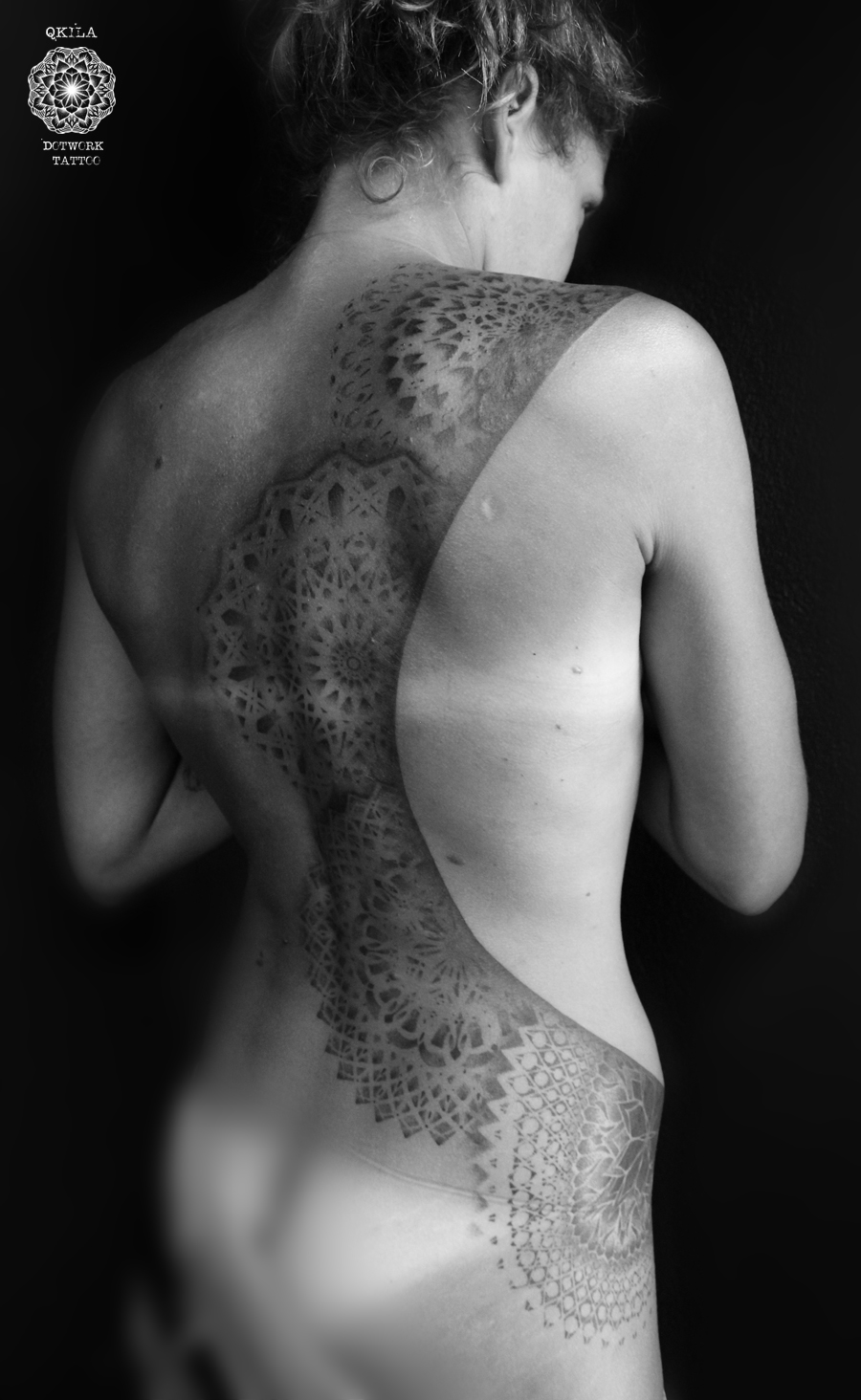 girl  with tattoo, dotwork, ink, qkila, nimes, tatouage, tattoo, les tatoués anonymes, mandala, back tattoo