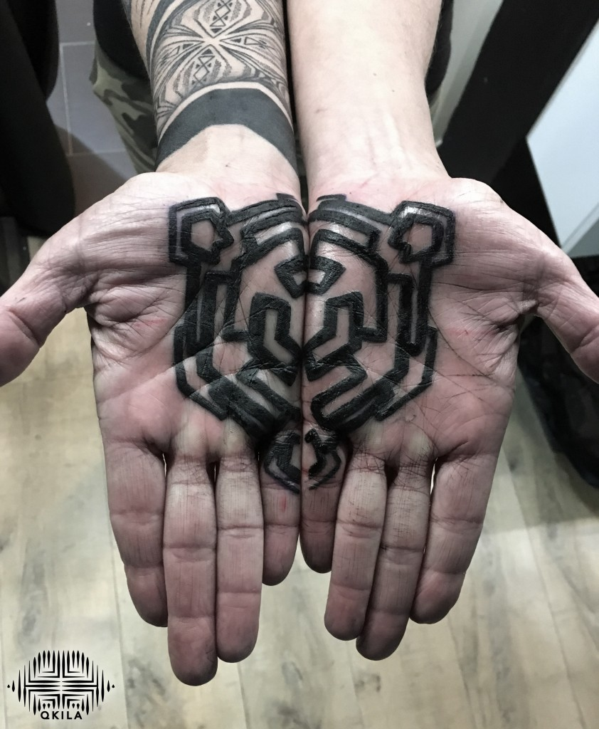 hands black,patterns tattoo,op art, sleeves tattoo, dotwork tattoo, qkila,geometric tattoo, ethnique tattoo, les tatoués anonymes, nimes