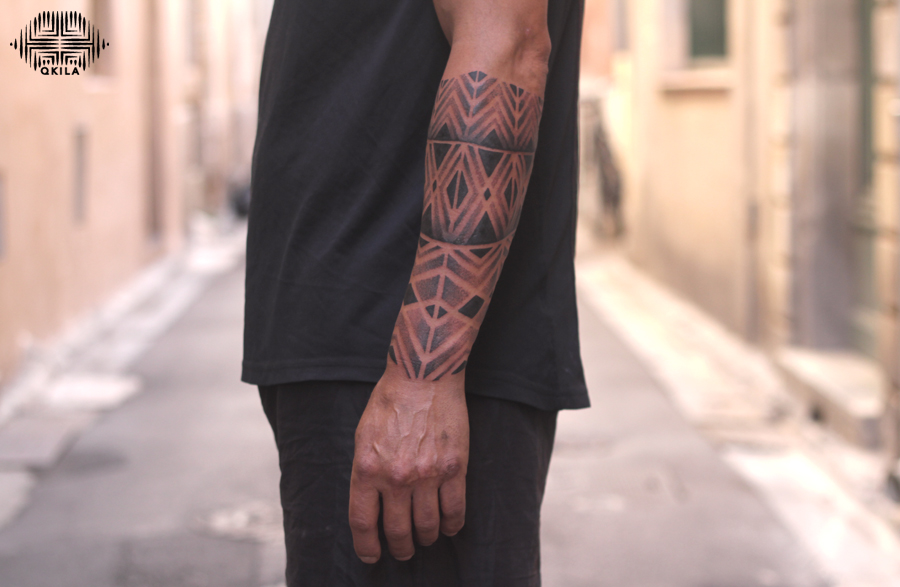 sleeve,noir sur noir tattoo,black on black,patterns tattoo,op art, sleeves tattoo, dotwork tattoo, qkila,geometric tattoo, ethnique tattoo, les tatoués anonymes, nimes